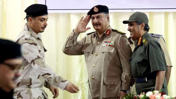 ليبيا.. إصابة 3 جنود من قوات حفتر في انفجار سيارة مفخخة عند بوابة للجيش بمدينة أجدابيا