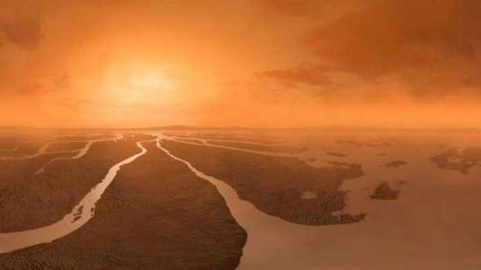 Huge dust storms raise life hopes on Saturn's moon