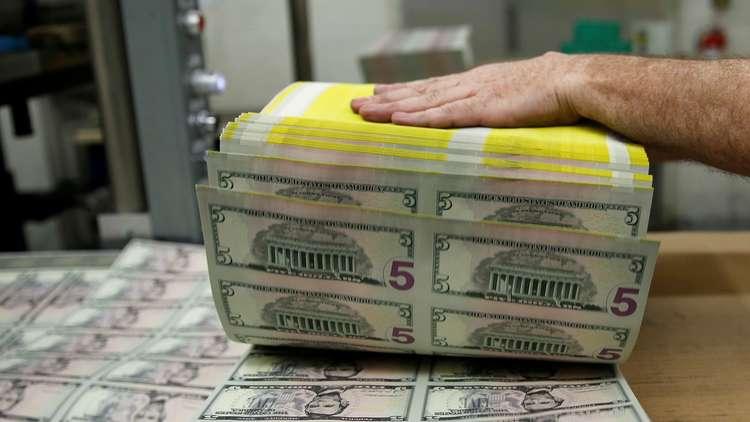 أغنى رجل في إفريقيا يسحب عشرة ملايين دولار من مصرف فقط لرؤيتها!