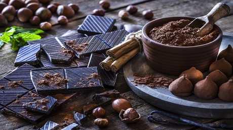 """الشوكولاتة الداكنة """"تعالج"""" مرضا مزمنا!"""