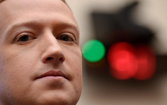 Zuckerberg is the world's third richest man, with $ 87.8 billion