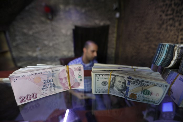 The Turkish lira descends to a new low