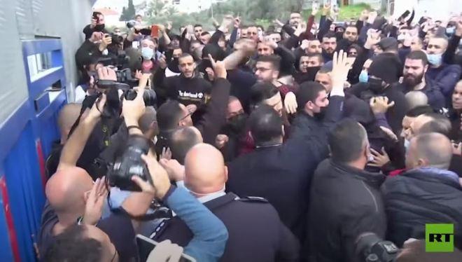 فلسطينيو الداخل يحتجون في أم الفحم على تصاعد العنف ضد العرب #RT_Arabic