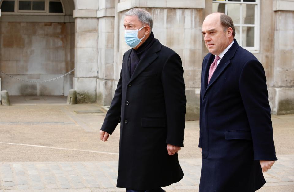 Turkish defence minister. UK defence secretary discuss cooperation on Daesh