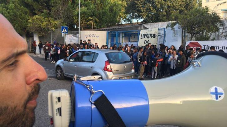 Protesto na EB 2,3 Ruy Belo. Foto: João Cunha/RR