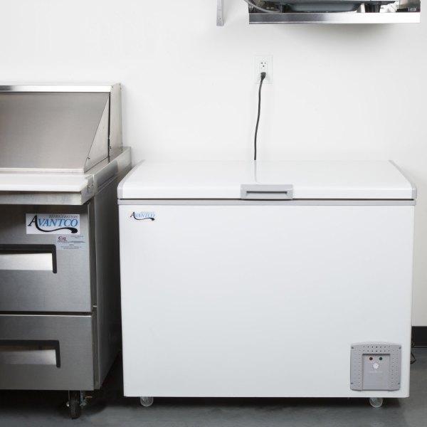 Avantco Cf8 7.4 Cu. Ft. Commercial Chest Freezer