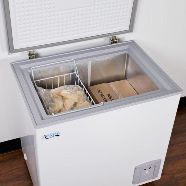 Avantco Cf5 5.3 Cu. Ft. Commercial Chest Freezer