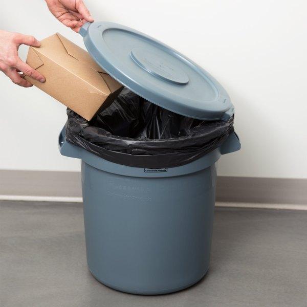 Rubbermaid Brute 10 Gallon Gray Trash And Lid