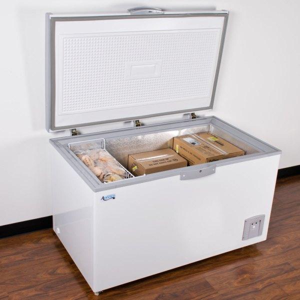 Avantco Cf14 14.4 Cu. Ft. Commercial Chest Freezer