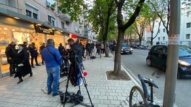 Bllokuan fluturimet, dështon protesta në Tiranë në mbrojtje