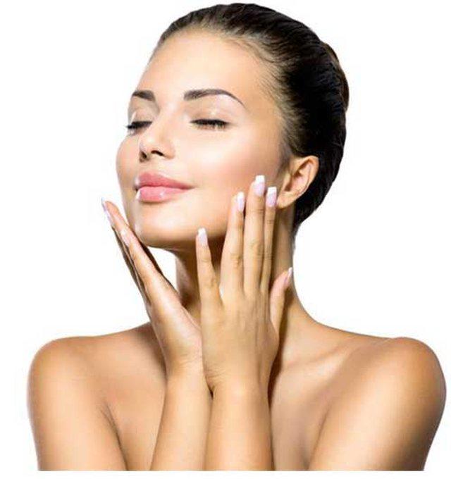 Miti për pastrimin e fytyrës bie, mjekët zbulojnë arsyen pse duhet ta lash  vetëm në mbrëmje