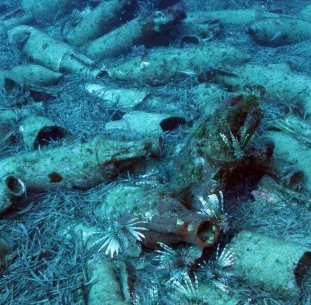 Foto/ Zbulohet  anija e lashtë romake  e mbushur me  shishe vere
