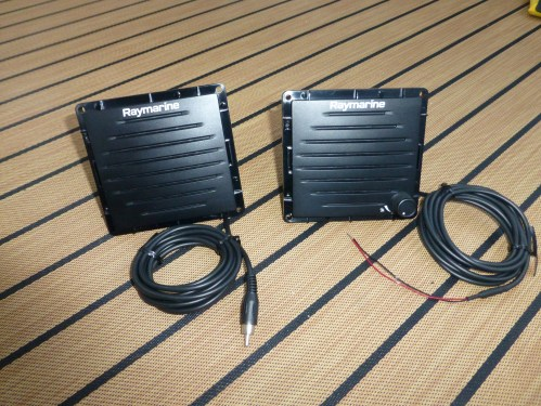 small resolution of a passive speaker on the left with its rca audio input and the wireless active speaker on the right with its 12v input
