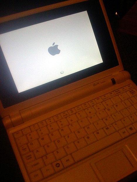 Asus Eee PC running Mac OS X