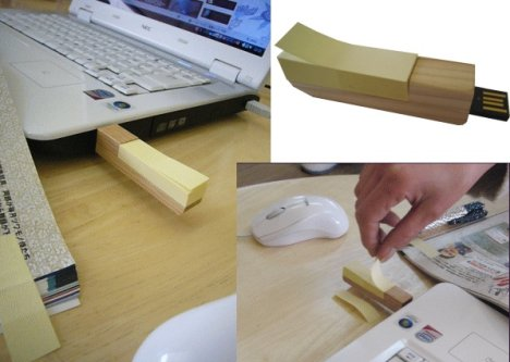 Wooden USB Flash Drive Comes With Post Its