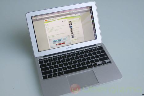 MacBook Air 11-Inch Can Stay in Carry-On at Airport Screenings