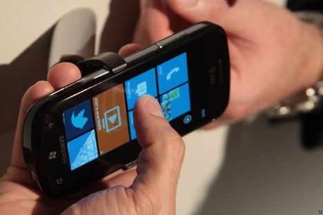 Windows Phone 7 requires hard reset when swapping SD memory cards