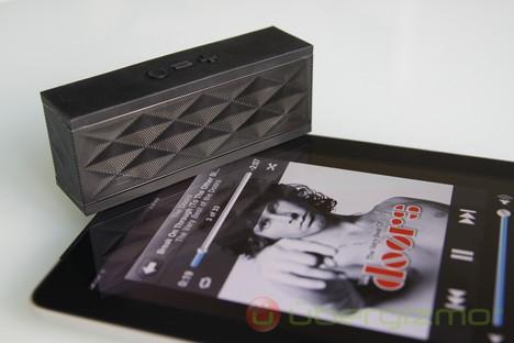 Jawbone JAMBOX: Small Speaker, Big Sound, Smart and Stylish
