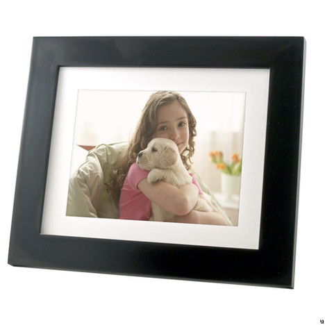 Pandigital Photo Mail 8-inch Digital Photo Frame plays nice with AT&T network