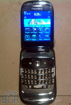 Clamshell BlackBerry 9670 spotted