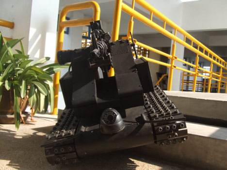 DIY Mini Tank Can Track Its Targets Based On Color