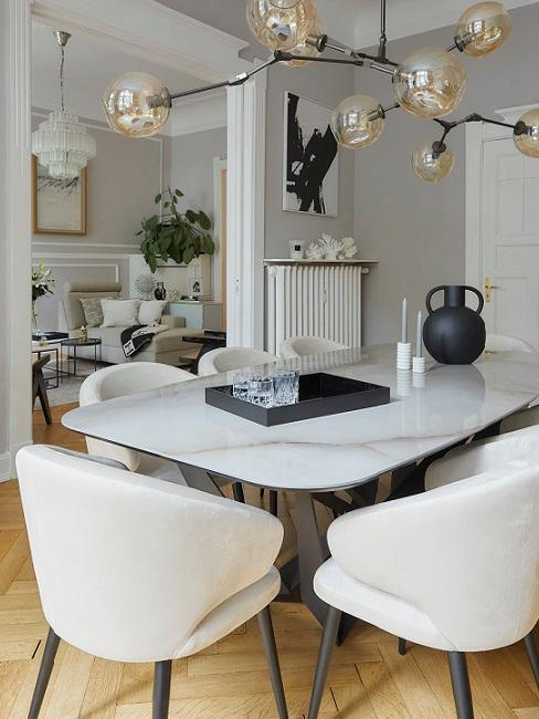 Che ne dite di un soggiorno aperto con zona pranzo? Cosa Mettere Sul Tavolo Della Sala Da Pranzo 5 Idee Decorative Westwing