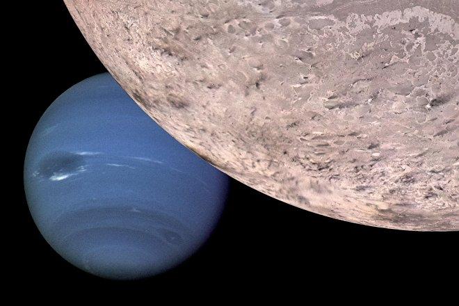 El planeta Neptuno visto desde su satélite Tritón (ilustración gráfica)