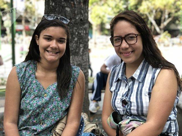 Darianys y Fernanda, de Altamira, en Caracas, no piensan que una intervención militar en su país sea algo tan negativo