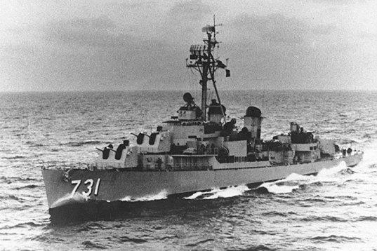 El destructor estadounidense USS Maddox reportó sobre un falso ataque que más tarde sería utilizado como excusa para la invasión de EEUU a Vietnam (archivo)