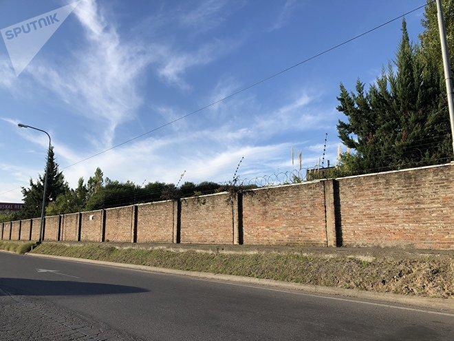 Una muralla separa a Nordelta del territorio que rodea a este exclusivo barrio privado de la provincia de Buenos Aires