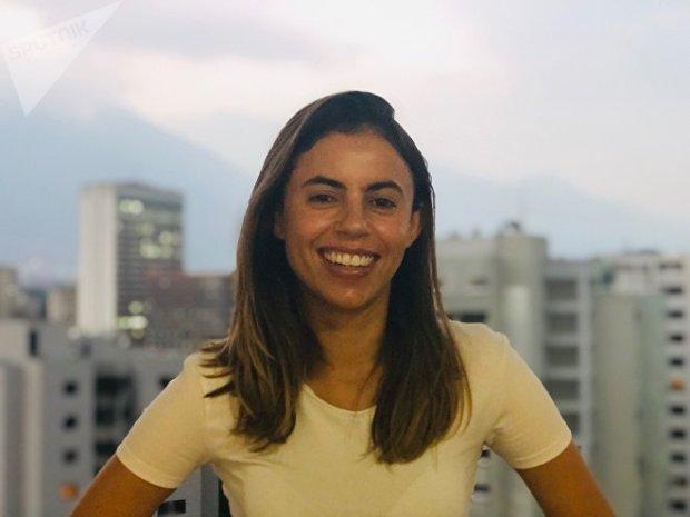Fania es corresponsal en Caracas de Brasil de Fato y tiene una relación de amor-odio con Caracas; pero adora que en Venezuela la discusión política sea cuestión de todos los días, algo que en Brasil le falta