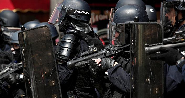 Policías franceses en París