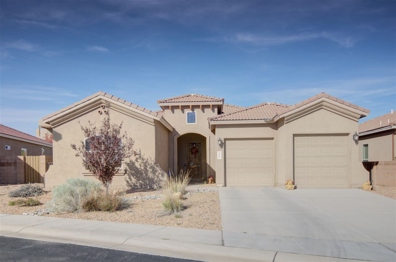 Located on the Rio Rancho / Bernalillo border this beautiful green home is in pristine condition. Just minutes away from local shops & quick access to I-25, yet sits inside a private family friendly gated community.