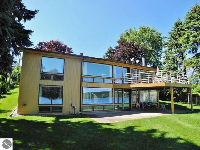 Property for sale at 2091 S Lake Shore Drive, Lake Leelanau,  MI 49653