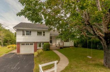 11 Glenmont Avenue, Bedford, NS B4A 1H1, 4 Bedrooms Bedrooms, ,2 BathroomsBathrooms,Residential,For Sale,11 Glenmont Avenue,201706029