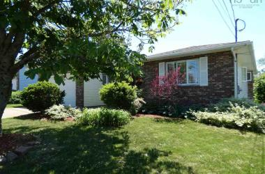 23 Bow Street, Dartmouth, NS B2Y 4G5, 4 Bedrooms Bedrooms, ,3 BathroomsBathrooms,Residential,For Sale,23 Bow Street,202010968
