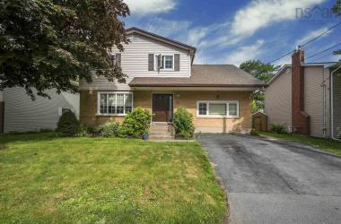55 Kingston Crescent, Dartmouth, NS B3A 2L9, 4 Bedrooms Bedrooms, ,4 BathroomsBathrooms,Residential,For Sale,55 Kingston Crescent,202013119