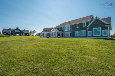 889 Highway 1, Falmouth, NS B0P 1L0, 4 Bedrooms Bedrooms, ,4 BathroomsBathrooms,Residential,For Sale,889 Highway 1,202015638