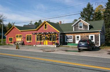 30 Highway 3, Hubbards, NS B0J 1T0, ,Commercial,For Sale,30 Highway 3,202022289