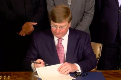 Mississippi Gov Tate Reeves Signs Bill To Remove