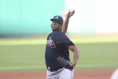 Atlanta Braves' Homers Help Roberto Hernandez To First Win Since