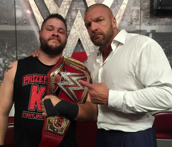 https://i0.wp.com/cdnph.upi.com/sv/b/i/UPI-7661472554589/2016/1/14725547399106/Kevin-Owens-crowned-new-WWE-Universal-Champion-Triple-H-returns-on-Raw.jpg