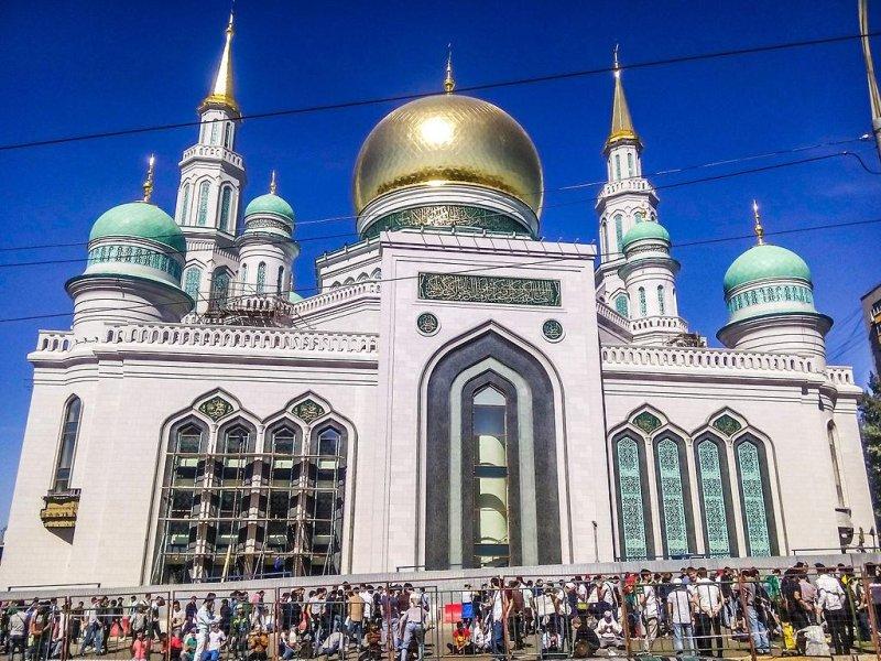 https://i0.wp.com/cdnph.upi.com/sv/b/i/UPI-8481443019588/2015/1/14430199037171/Putin-helps-open-Moscow-mosque-billed-as-biggest-in-Europe.jpg