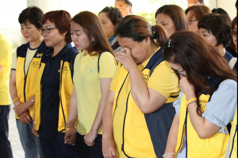 South Korean court orders compensation to families of Sewol ferry victims - UPI.com