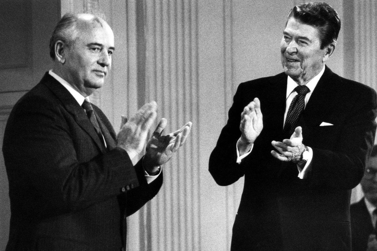 On This Day Dec 8 Reagan Gorbachev sign nuclear treaty  UPIcom