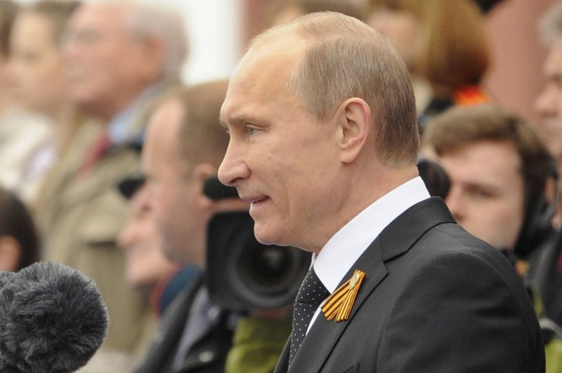 Putin takes pay cut along with Russian government workers ...