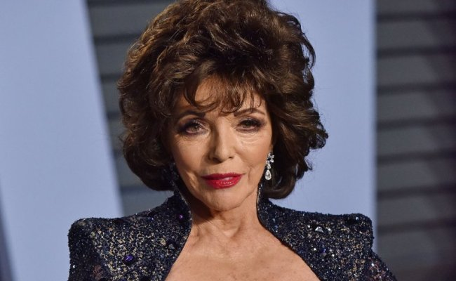 Look Joan Collins Gives Thanks After Terrifying