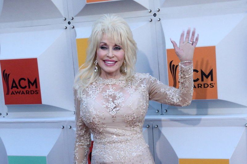 Dolly Parton Carl Dean To Renew Vows On 50th Anniversary