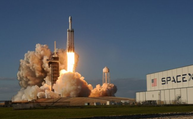 Spacex Falcon Heavy Launch Of 24 Satellites Now Targeting