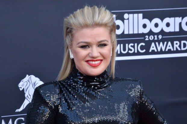 Kelly Clarkson taping talk show from Montana home - UPI.com